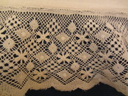 Torchon lace: hand or machine made?