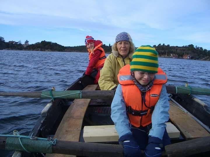 Bruk robåten med familie