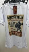 Camiseta em cor clara com estampa 100% digital.