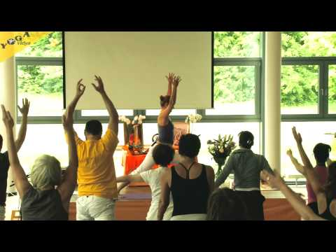 Vinyasa Flow im Business Yoga mit Claudia Bauer