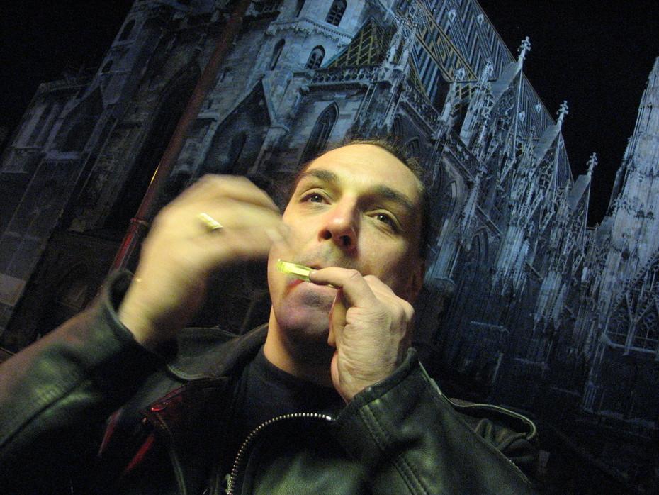 Dan Moi Spiel vor dem Stephansdom Wien 04.12.2007