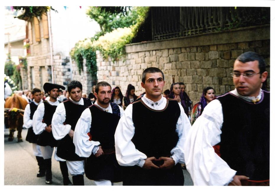 Sa Pratezone de su Meraculu (the procession)