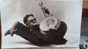 Contortionist banjoist