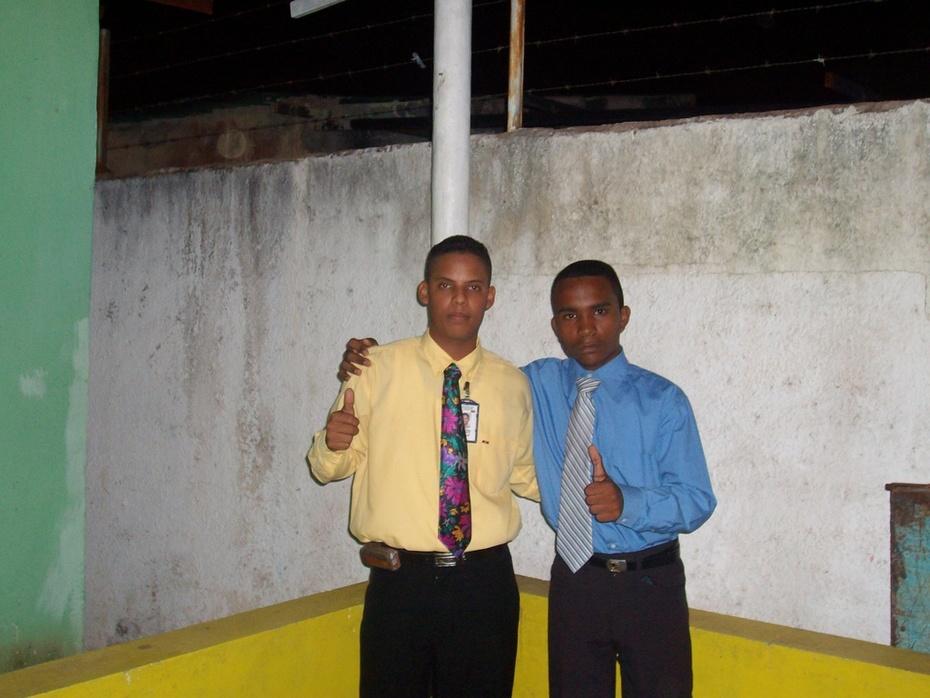 yo(camisa azul)y un amigo