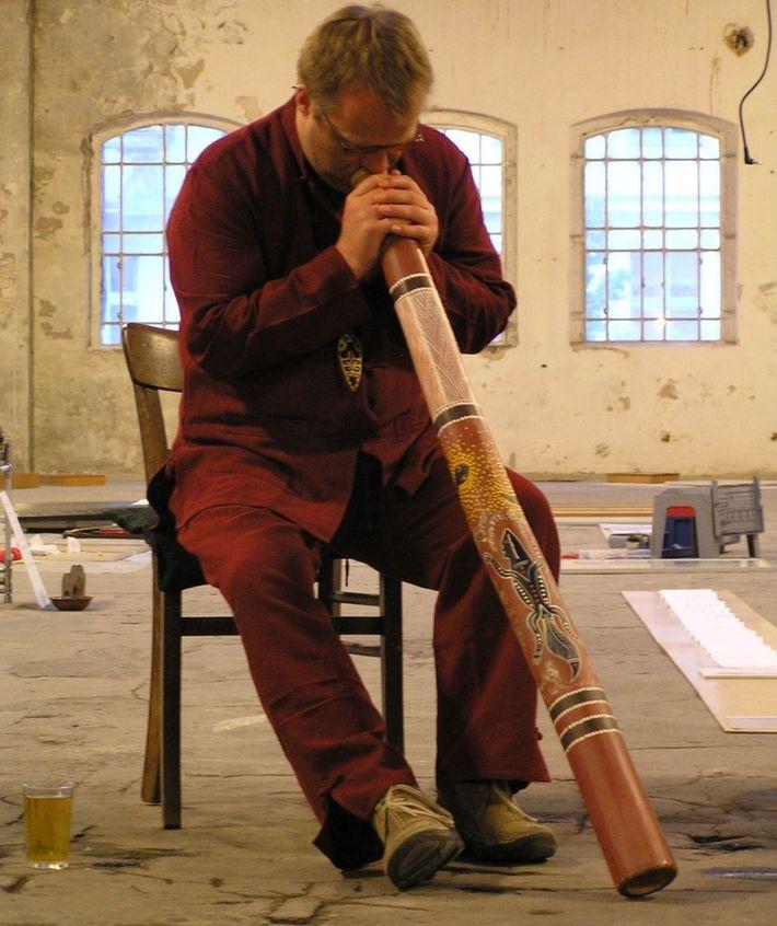 Jens playing Didgeridoo