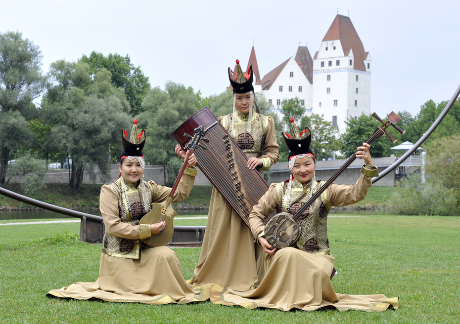 mongolische Frauen gruppe Hatan mit obertongesang