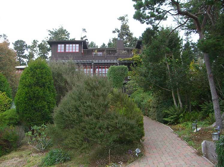 Entrance-to-Stanford-Inn-Mendocino