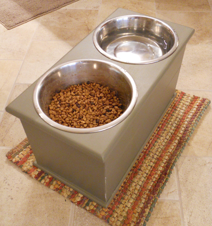 Dog Dish Holder