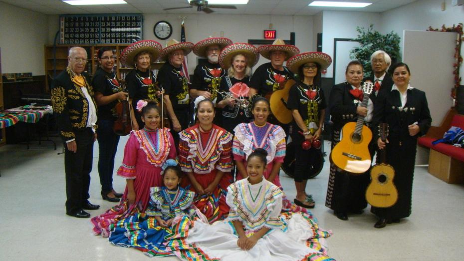 MECATX musicians play for Diez y Ses program
