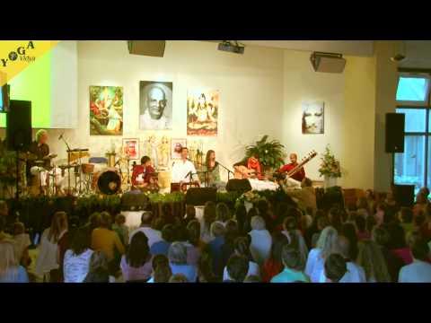 Mantra Video: Sundaram Om Bhagavan at Yoga Vidya Musikfestival 2015