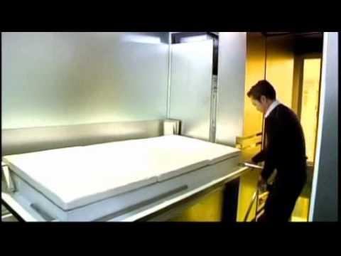 Hong Kong architect verandert appartement van 32 m2 in 24 kamers.