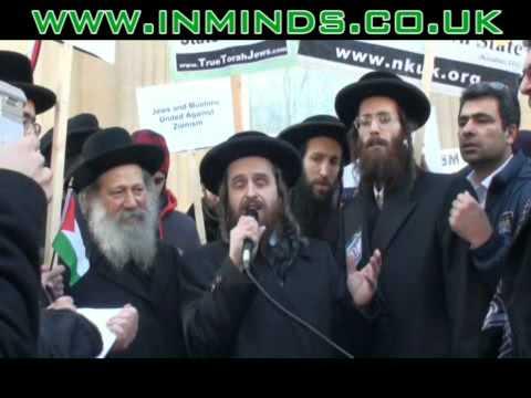Rabbi burns Israeli passport at London demo (inminds.co.uk)
