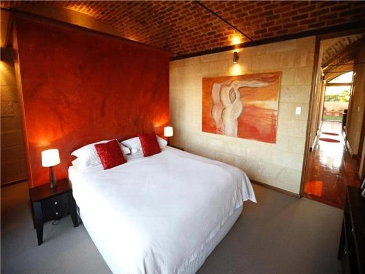 Rocky Knoll - Guest Bedroom.