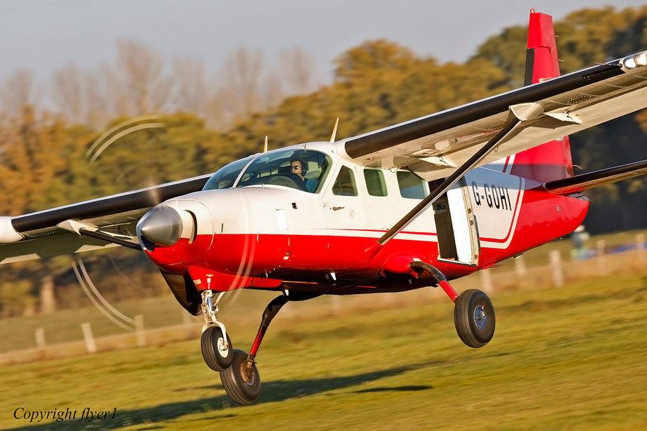 _69A0577edited1920OCT28WEB2. Headcorn Parachute Club Cessna 208 Caravan G-GOHI.