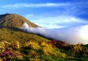 As_nuvens_galgam_a_Montanha,_ilha_do_Pico,_Açores