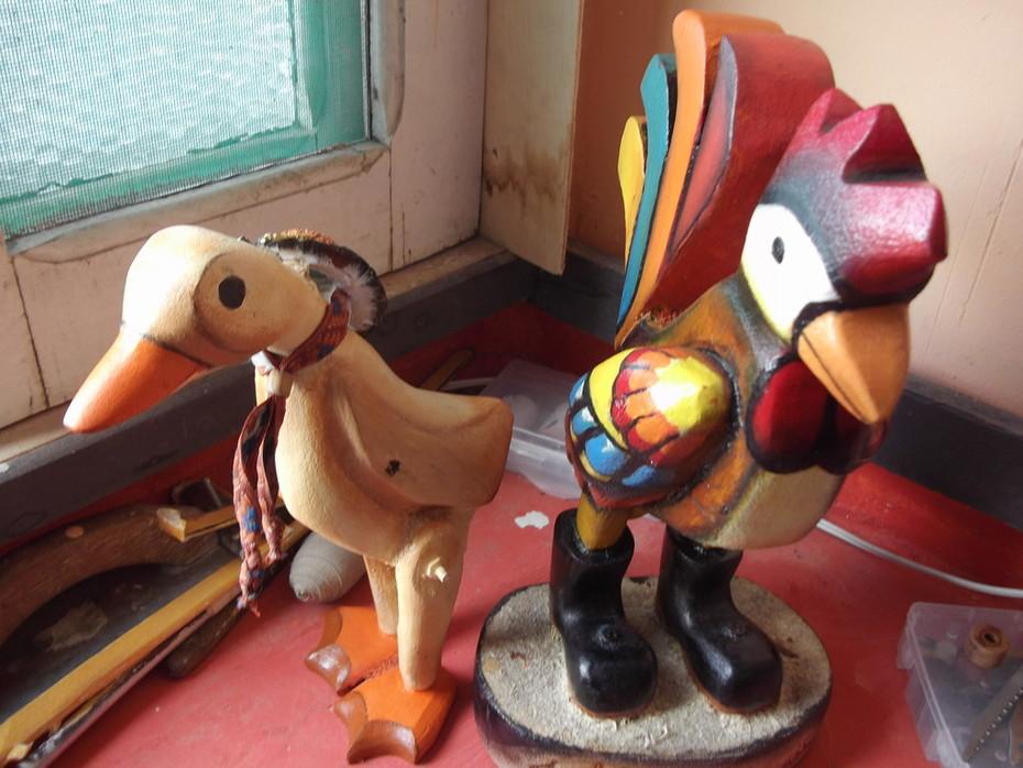 artesanato decorativo (galo e patinho de madeira)