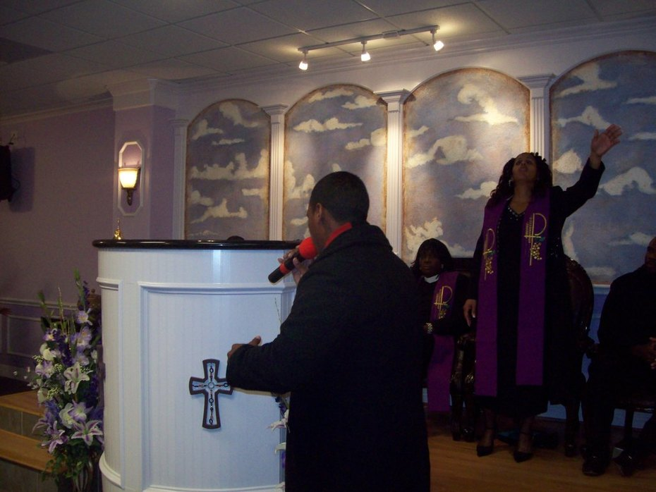 Sunday, December 6, 2009 - 3rd Service and Ordination 040