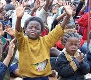 african children praying