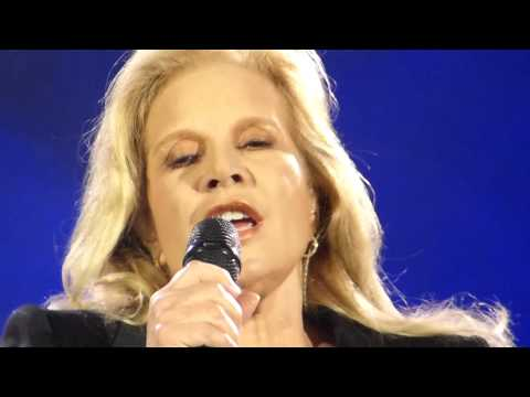 Sylvie Vartan - Я, КАЖИ МИ, ОБЛАЧЕ ЛЕ БЯЛО - Live in Sofia, Bulgaria - 24.04.2014