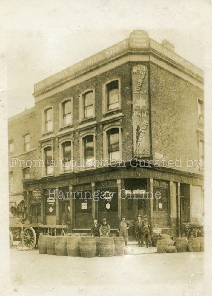 Pooles Park Tavern, Campbell Bunk, Finsbury Park, c1910
