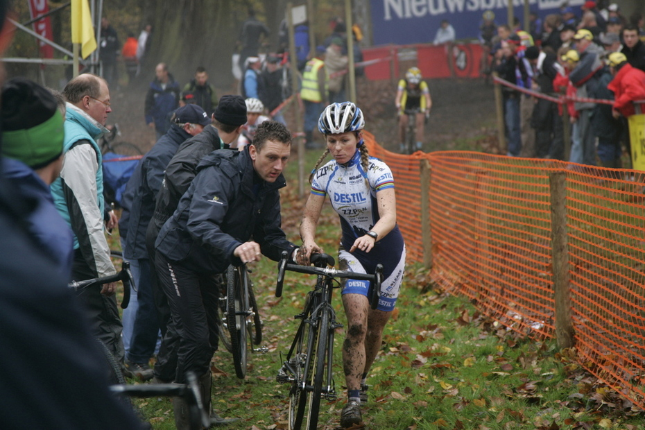 Bike change for Van den Brand
