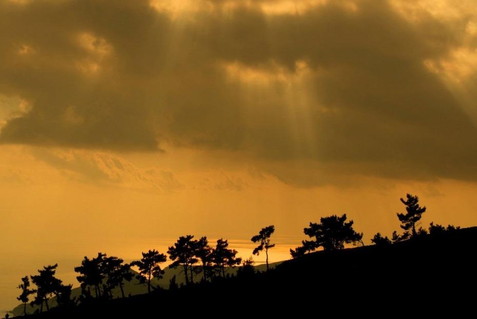 Ακτίνες φωτός στήν Ανατολή Ιεράπετρας