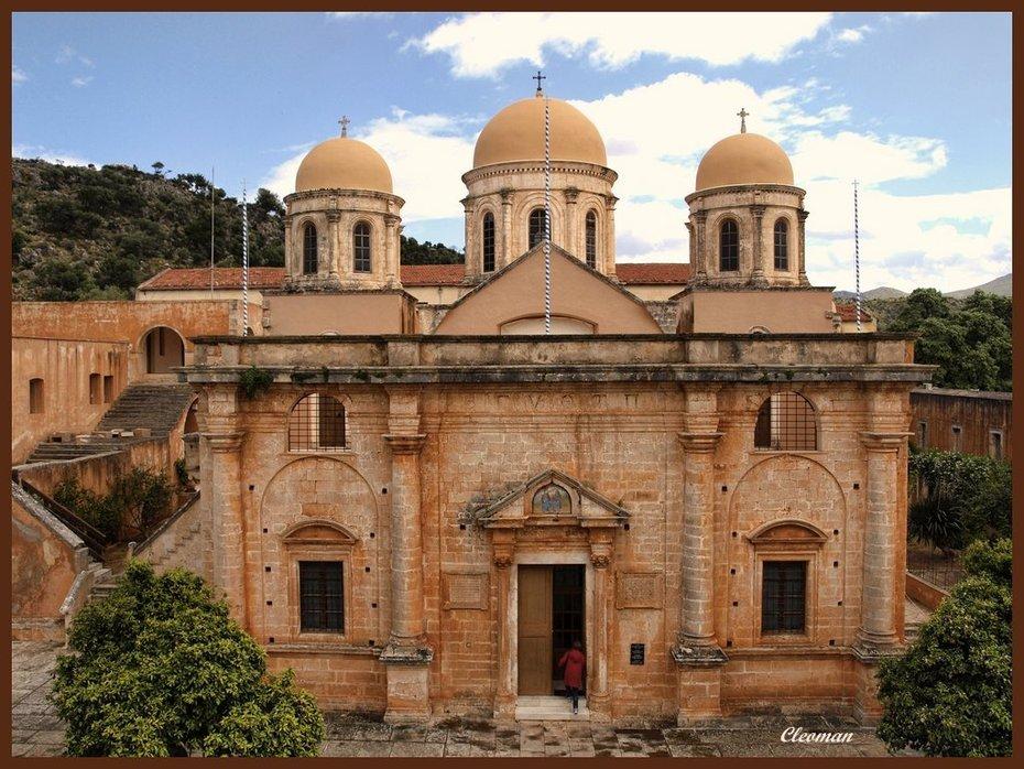 Ιερά Μονή Αγίας Τριάδος  των Τζαγκαρόλων.