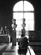 Etudiant au Musée Du Louvre