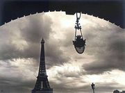 Ilse Bing, Tour Eiffel, vue du Pont Birk-Hakeim