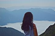მთები ფრთებივით და ნისლი ტბად