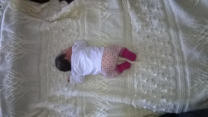 Ida auf ihrer Decke