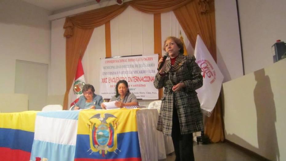 Poeta Iris Girón solicitando Minuto de Silencio por la poeta ecuatoriana Marietta Cuestas (+)
