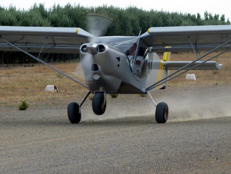 STOL CH 750 taxiing