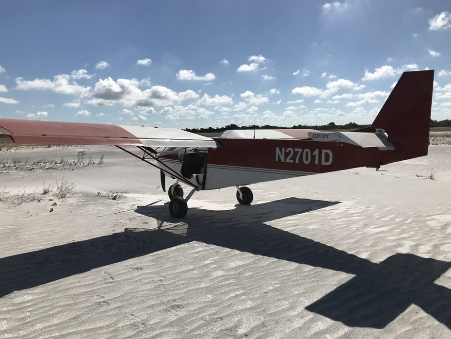 STOL CH 701 on the beach