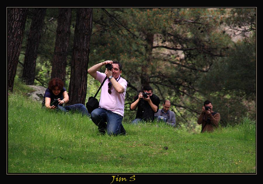 Όταν σε κυνηγούν οι φωτογράφοι :)