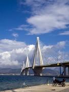 Ψαρεύοντας δίπλα στη γέφυρα Ρίου-Αντιρρίου