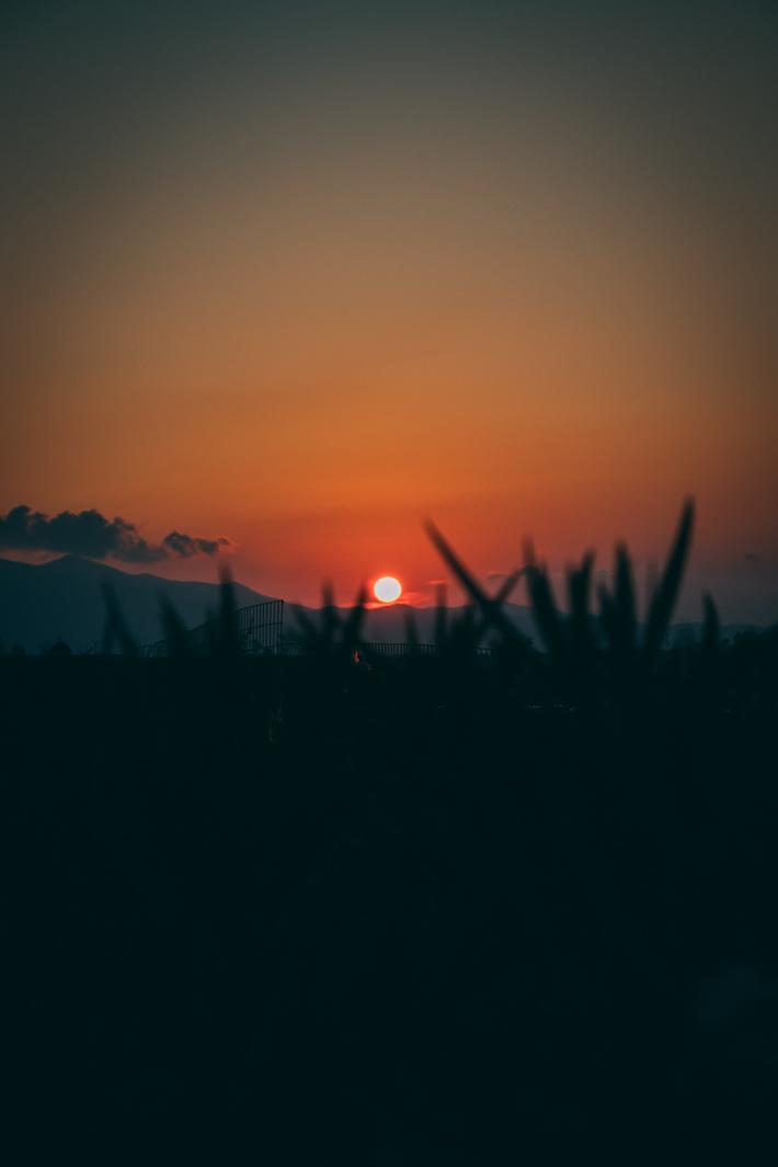 Ηλιοβασίλεμα από το αεροδρόμιο του Ηρακλείου.