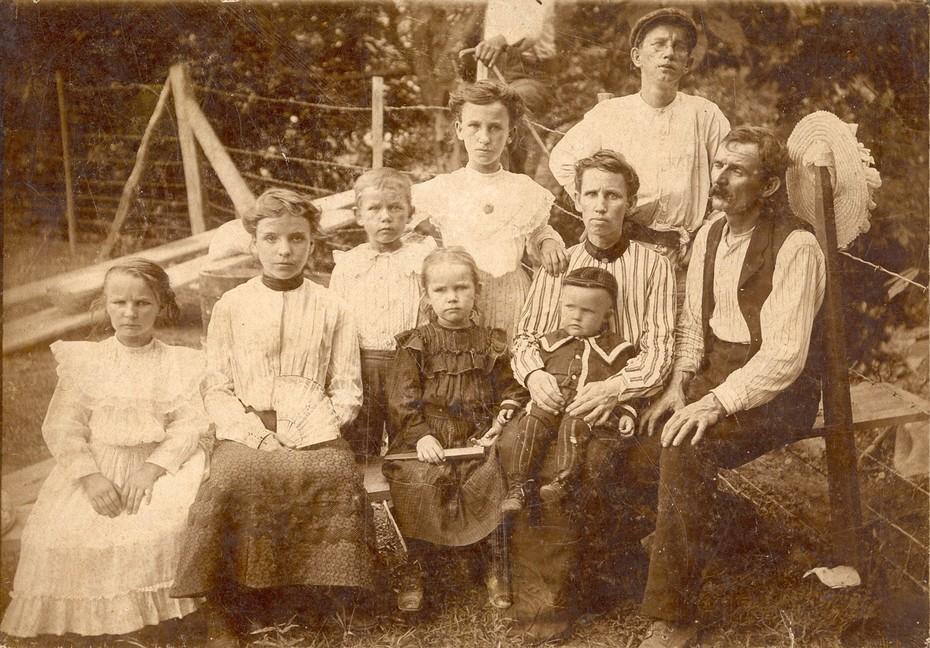 Thomas Manson Rice with son Thomas Whitten Rice and Whittens children