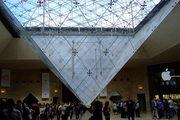 Oceľová konštrukcia obrátenej pyramídy.