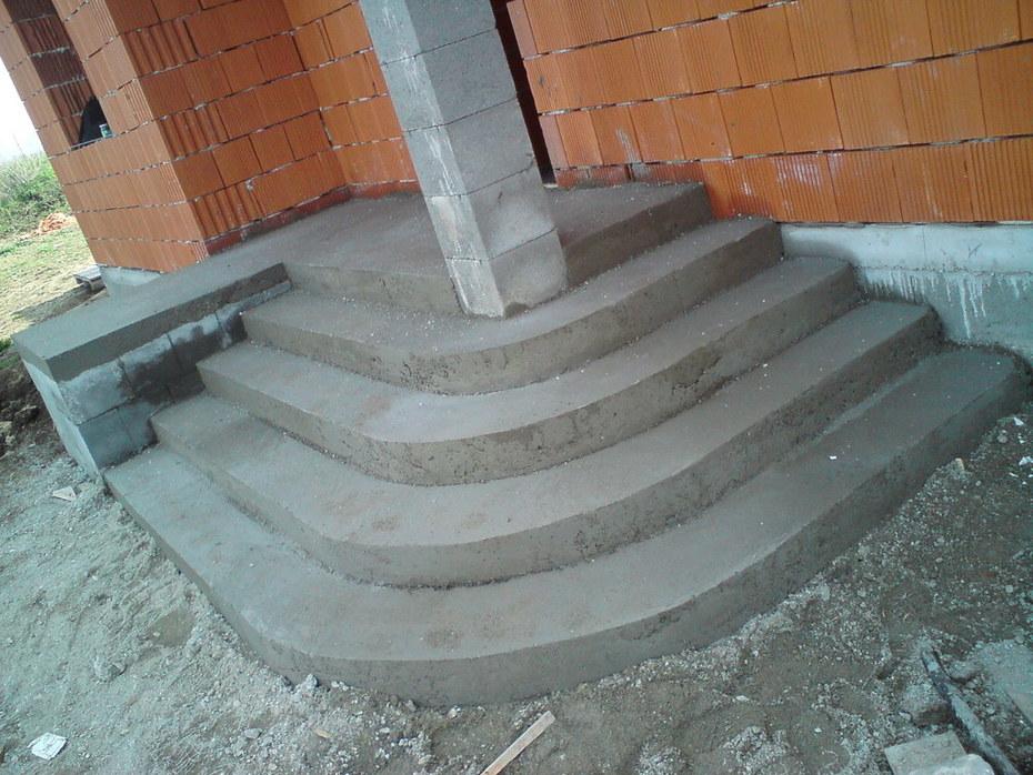 betónové vchodové schody