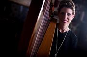 Harpist Anne Roos