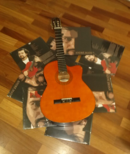 Music - Andre Madi´s Guitar and LPs