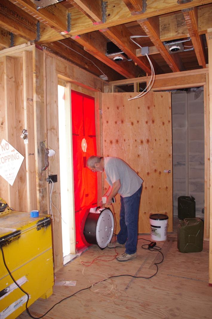 Setting up a blower door