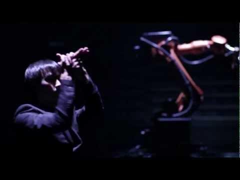Huang Yi & KUKA - A human and KUKA industrial robot duet.