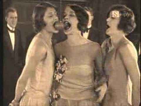 Flappers - The Roaring Twenties