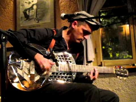 B L U E S ' club - Athens , Greece :Felix Slim -Live ,Dec.2011