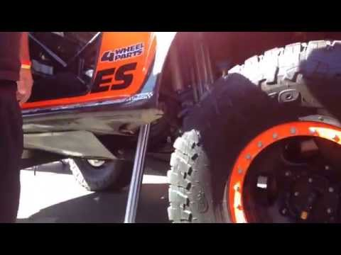 How Robby Gordon changes a tire... 2014
