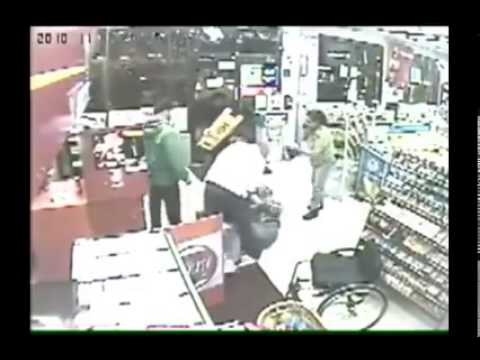 Guy in a wheelchair stops a robbery  You're the man bro! [Discapacidad]