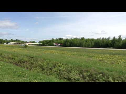 CH701 overtaken by sailplane on landing !!!