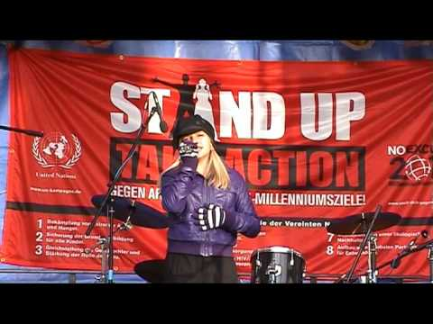 Stand Up against poverty - Jo Marie Dominiak sings for the United Nations